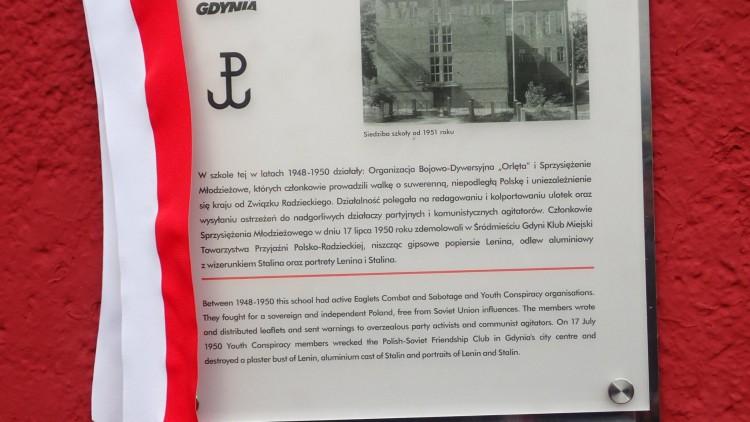 Odsłonięcie tablicy na II LO w Gdyni