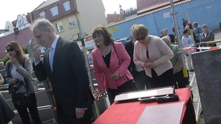 Podpisanie aktu erekcyjnego budowy łącznika z windami w puckim szpitalu