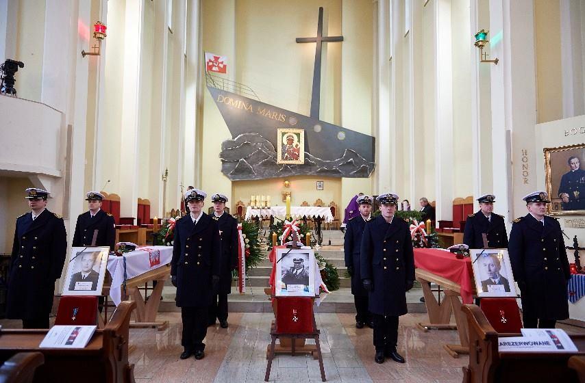 Pogrzeb oficerów Marynarki Wojennej