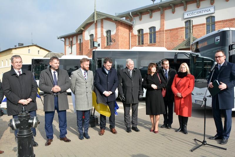 Przekazanie pięciu autobusów komunikacji miejskiej w Kościerzynie