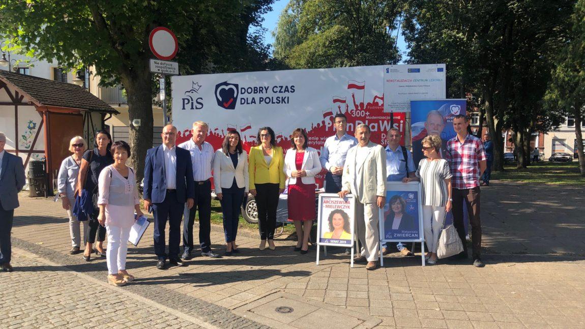 Prezentacja nowego bilbordu wyborczego PiS w Lęborku