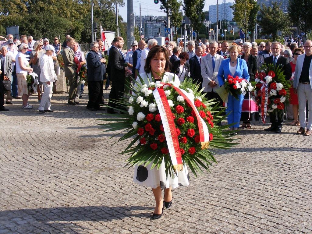 złożenie kwiatów pod pomnikiem Ofiar Grudnia 1970 w Gdyni